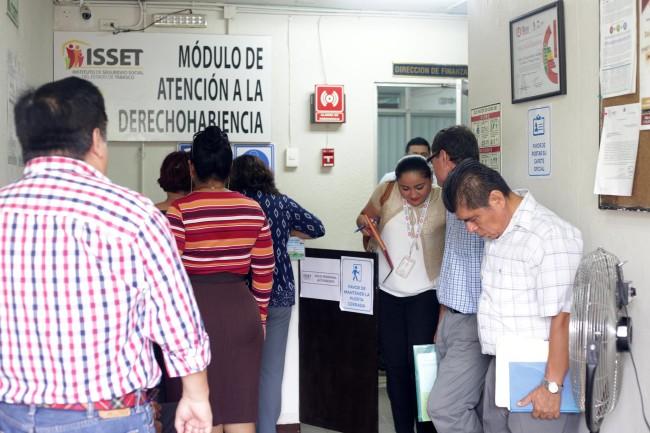 Reciben jubilaciones 169 burócratas afiliados al ISSET