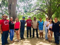 """Familias conocen  """"El Tour del Manatí"""""""