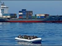 Italia cierra puerta  a barco humanitario