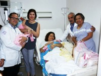 Visita presidenta del DIF a las trillizas que nacieron en Hospital de La Mujer