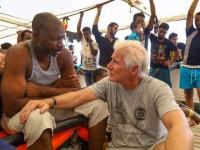 Richard Gere visita a migrantes