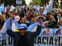 Le llueven reclamos a Macri