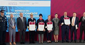 Entrega AMLO el Premio  Nacional de Protección Civil