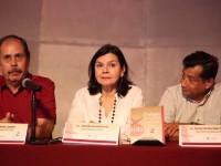 Presentan antología  de Revista Diálogos