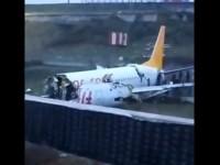Avión se parte en tres