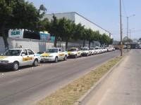 Baja servicio de taxis en un 50%