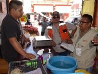 Vigilan autoridades a los comerciantes