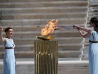 Grecia entrega la llama olímpica a Tokio 2020, sin público