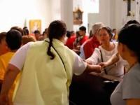 Evitará la Iglesia saludo de  mano y comunión en la boca