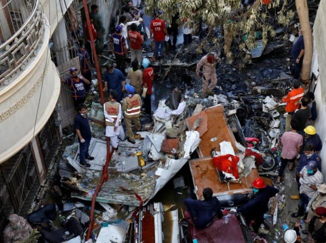 Avionazo; 107 muertos