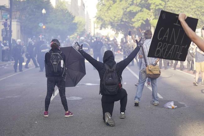 Crecen protestas raciales