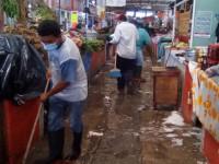 Desinfectan mercado para evitar contagios