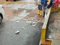 Lluvias y basura  inundan las calles