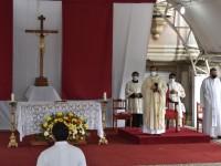 Celebra Obispo la Misa Crismal en la Catedral; reabren iglesias sus puertas
