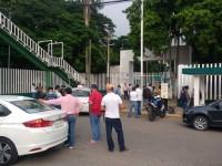 Protestan veladores de  la UJAT; cierran accesos