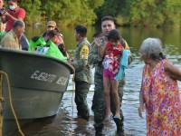 Rescatan a familias  río abajo del Tulijá