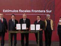 AMLO firma tres decretos