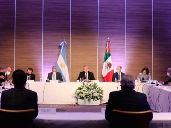 Alberto Fernández con empresarios mexicanos