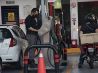Gasolina magna sube a $22 y premium a $25.50