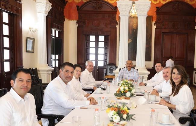 Reafirma Merino Campos diálogo con diputados
