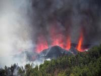 Suman 2 mil evacuados tras erupción de volcán en isla española