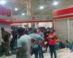 Haitianos invaden ADO de Cárdenas