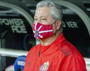 Vucetich deja de ser el  entrenador de las Chivas